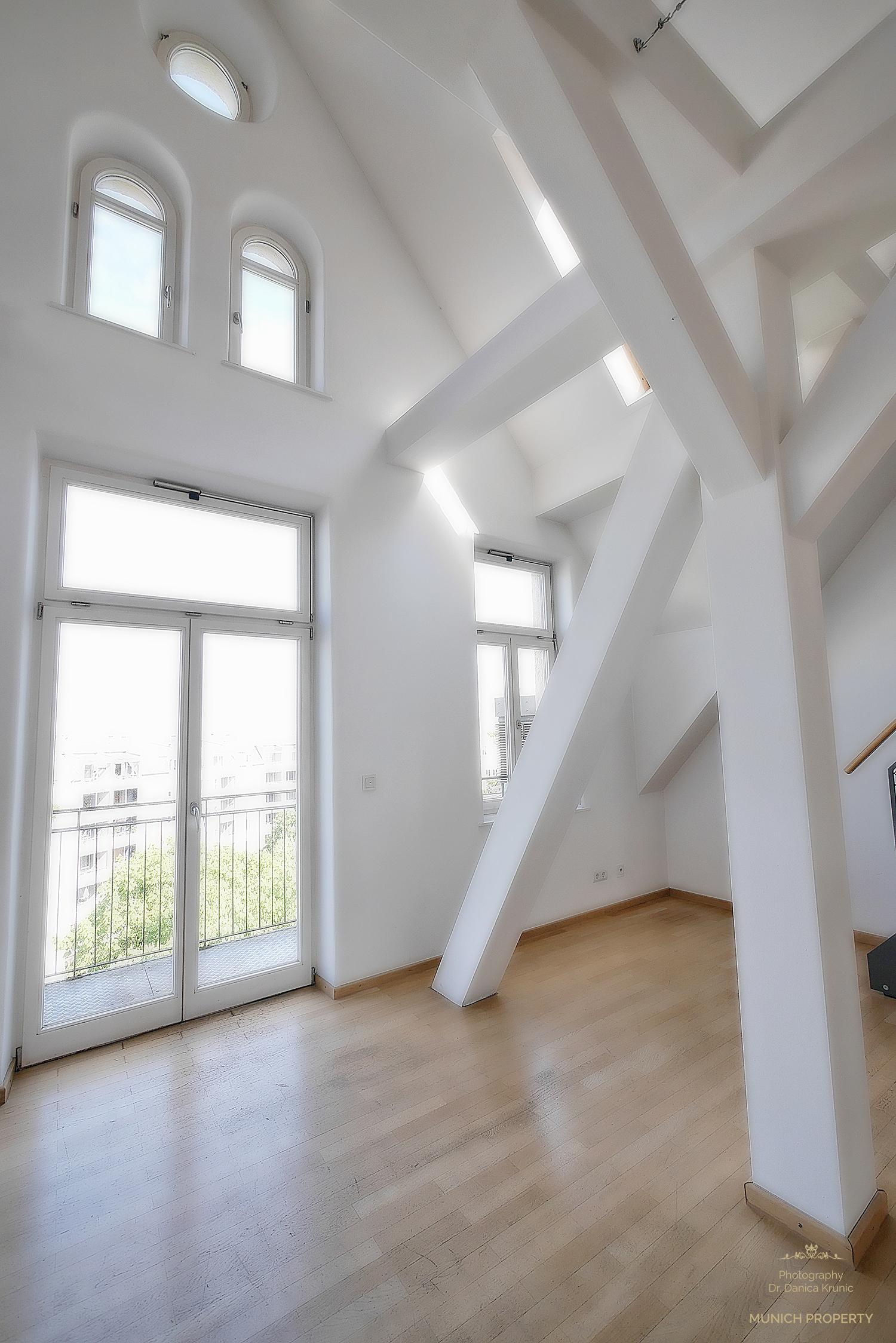 Wohnung München Isarvorstadt Ludwigsvorstadt Glockenbach Luxus Galerie Parkett Säulen Schrägen
