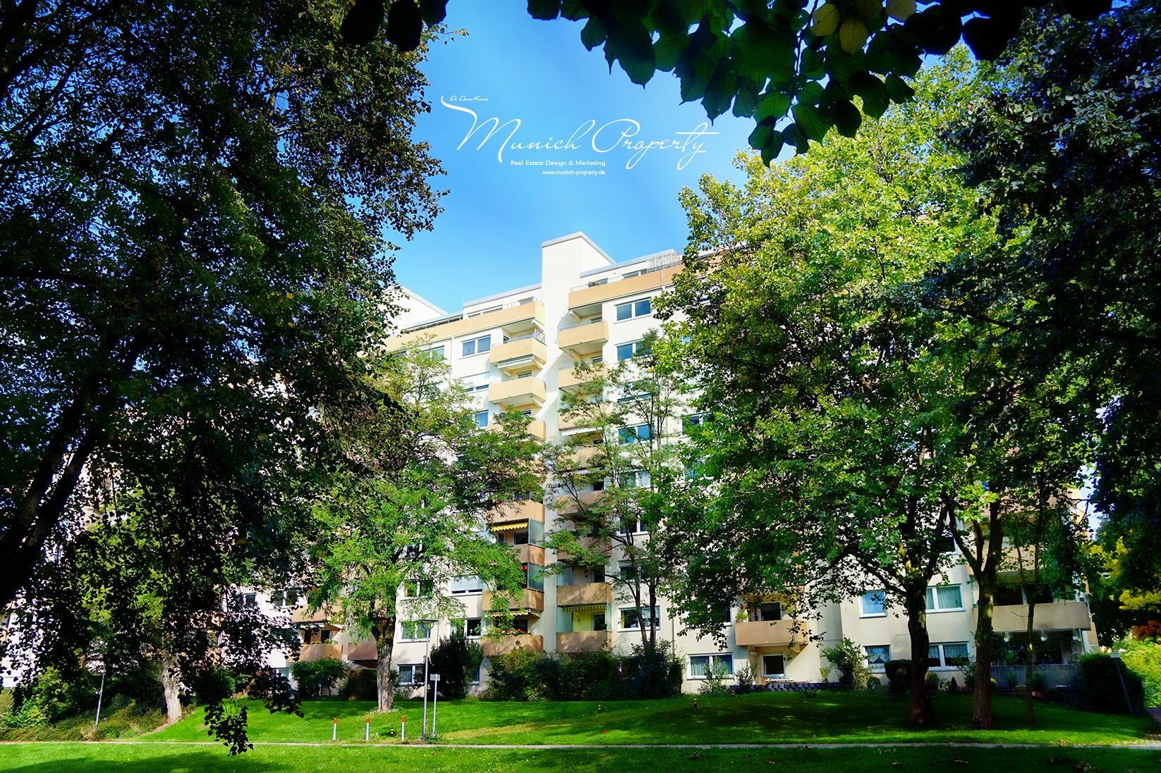 Zu Verkaufen: Attraktive Penthouse Wohnung mit 2 Dachterrassen, Alpenblick & Swimmingpool in München West Pasing-Neuaubing: Gepflegte Wohnanlage