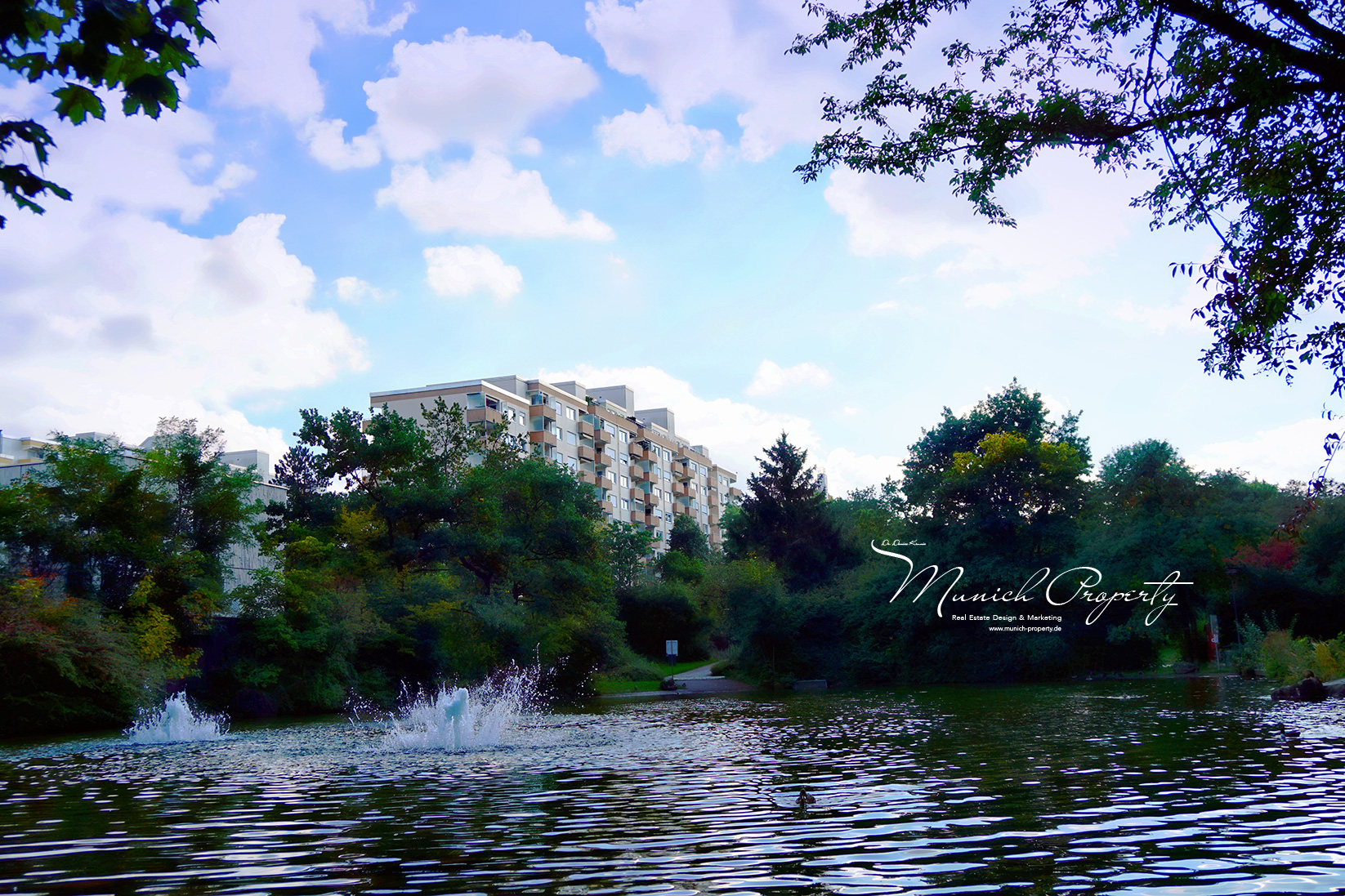 Zu Verkaufen: Attraktive Penthouse Wohnung mit 2 Dachterrassen, Alpenblick & Swimmingpool in München West Pasing-Neuaubing: Idyllischer kleiner See