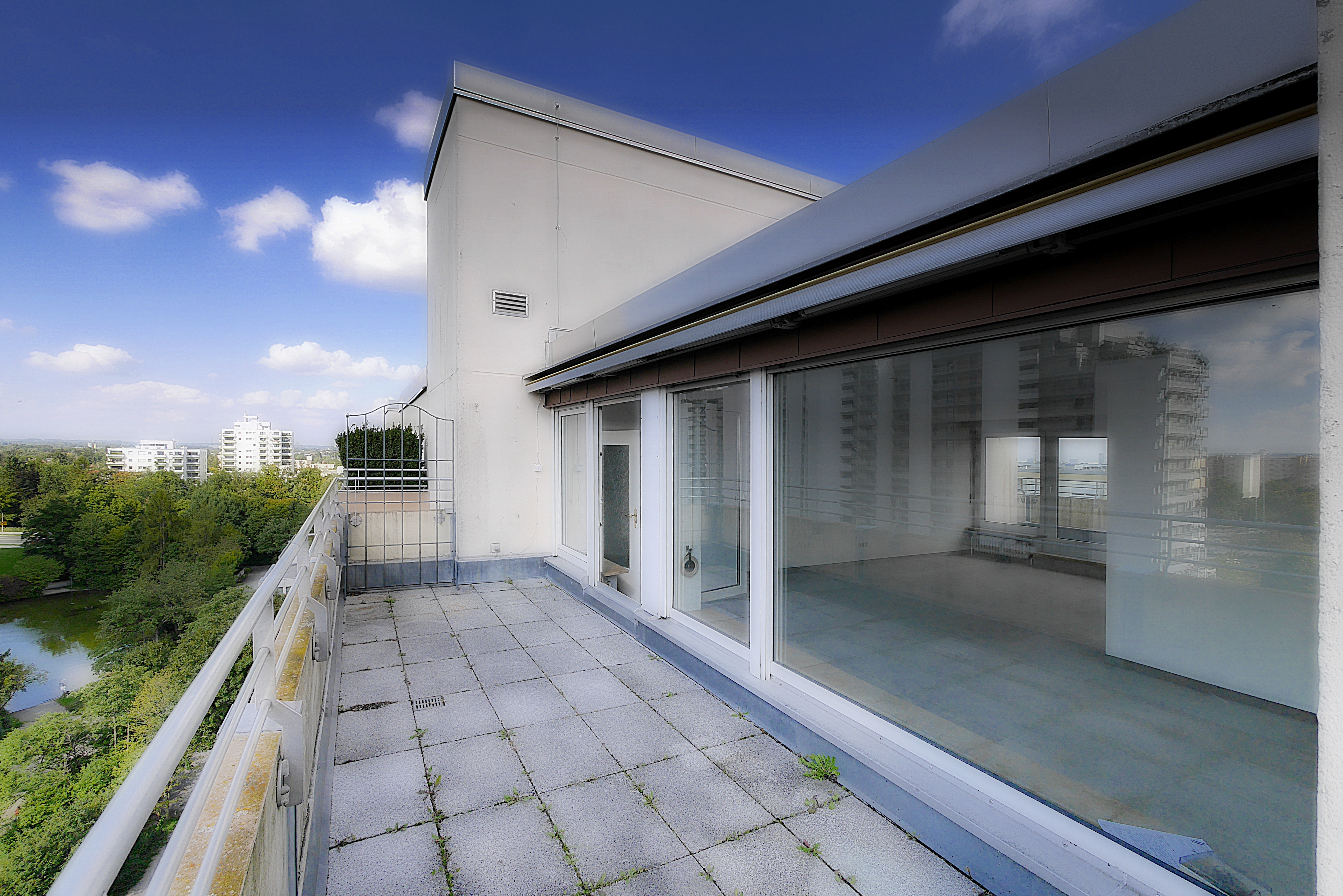 Zu Verkaufen: Attraktive Penthouse Wohnung mit 2 Dachterrassen, Alpenblick & Swimmingpool in München West Pasing-Neuaubing: Dachterrasse