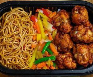 Kyllingklubber,nudel,grønnsaker