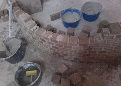 Så er vi i gang med en finsk masseovn og en rund muret trappe til 1 sal