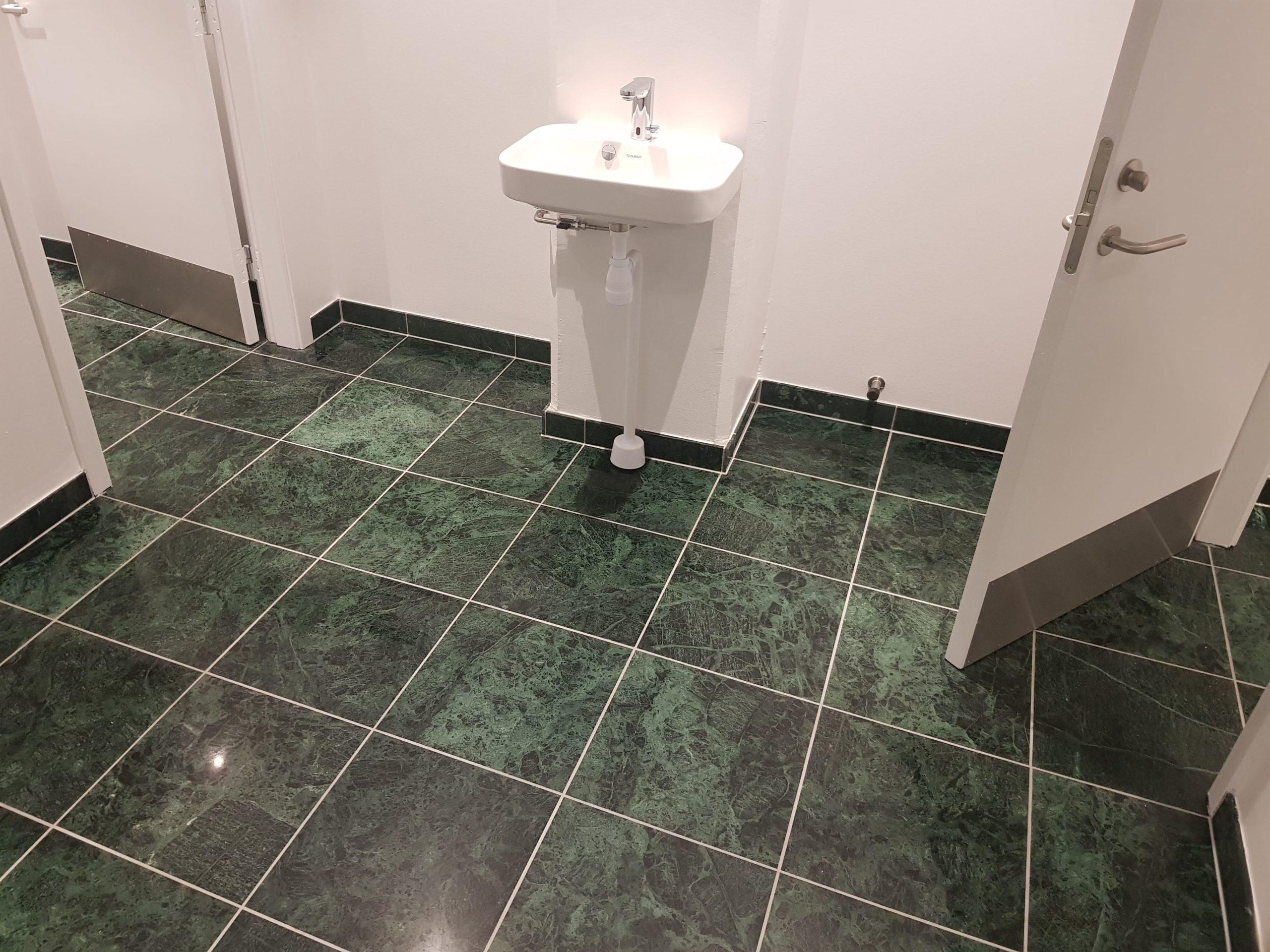 Grøn granit flise hos ehvervskunde