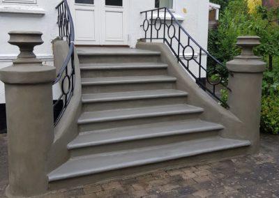 Renovering af ældre trappe klar til at blive malet