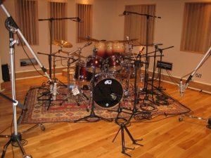 Aufwendige Schlagzeugabnahme im Studio