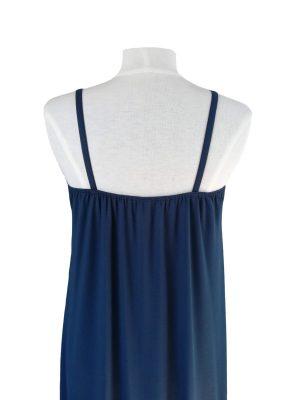 bagsiden af miss sunshine stropkjole i marineblå viskose jersey, med elastik i ryggen