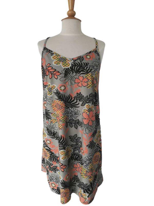 Sommerkjole med tynde spaghetti stropper, grå med grafiske blomster
