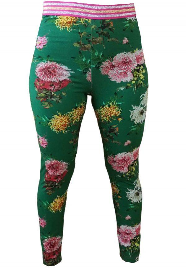 Vibse-leggins-groenne-med-store-blomster-paa-model