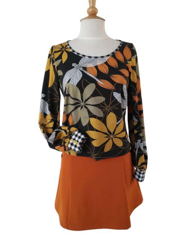 Anna nederdel i orange og Sarah bluse med blade og guldsmede print