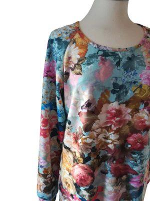 Ida kjole i let isoli med romantisk rosenprint