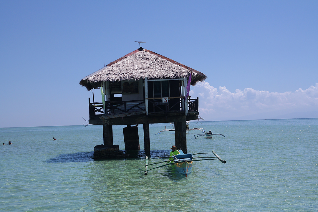 white sandbar Philippines Hotel