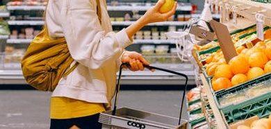 Photo of تقرير: المتسوقون لا يلتزمون بتطبيق التوصيات الصحية في المتاجر