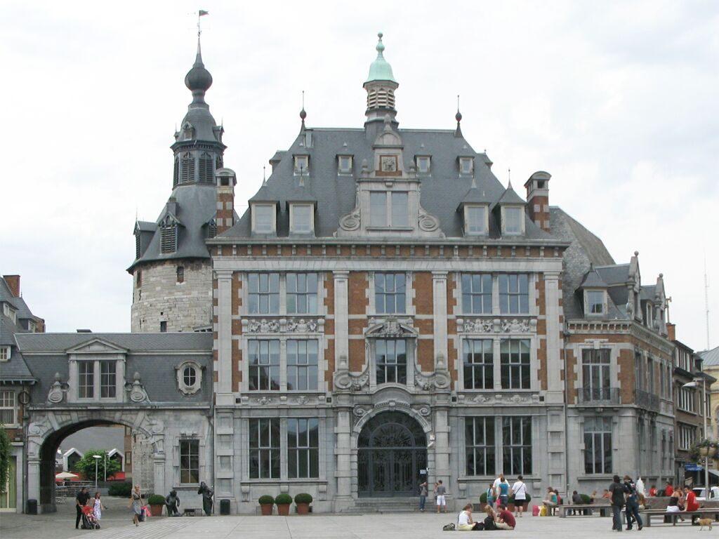 Beffroi et Bourse du Commerce de Namur