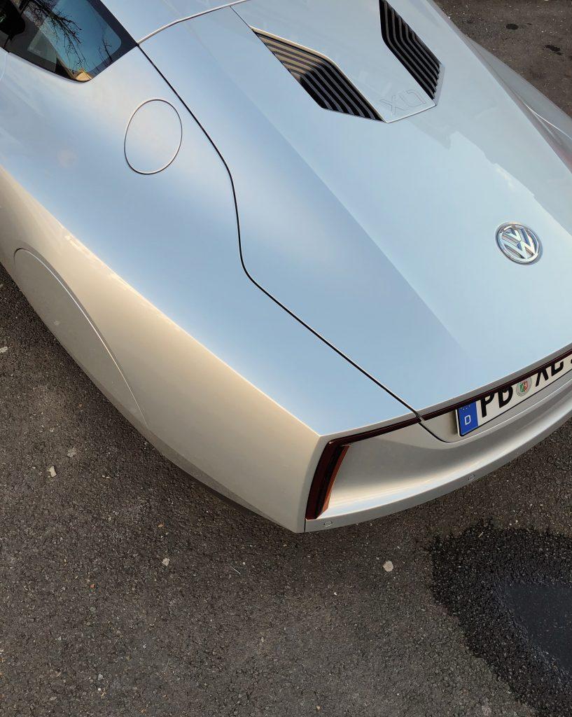 Volkswagen XL1 Heck von seitlicher Sicht