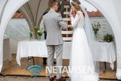 Brudeparret spiser bryllupskage - Foto: René Lind Gammelmark