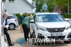 Bryllupsgæsterne fik bryllupskage og en madpakke med sig fra teltet når de kørte forbi - Foto: René Lind Gammelmark