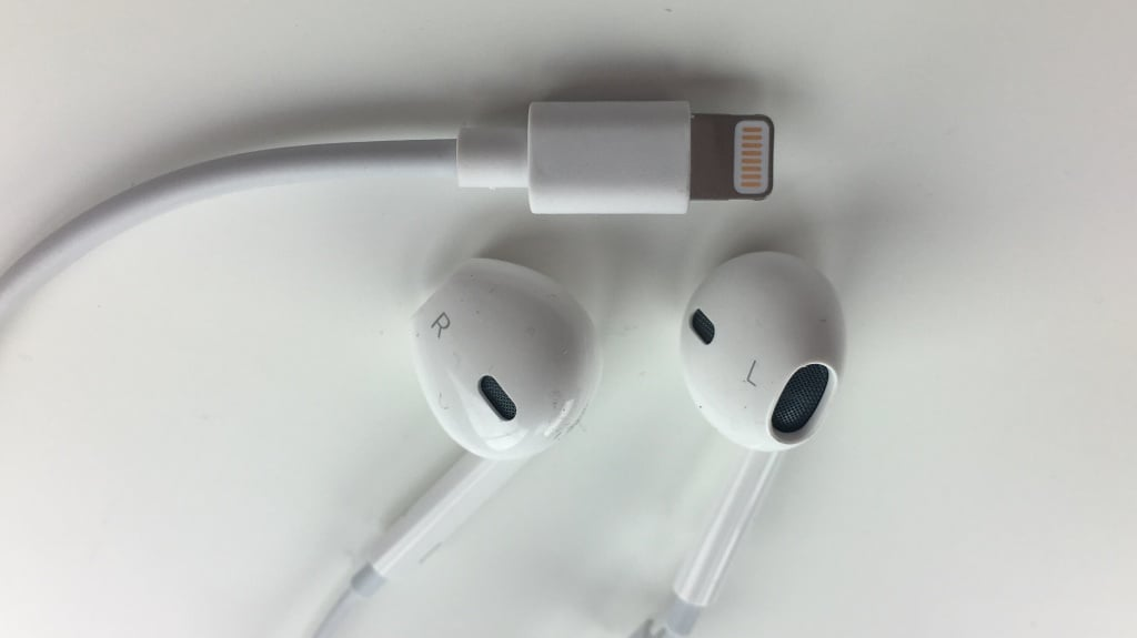 Rumor: Earpods to connect with lightening port on iPhone 7