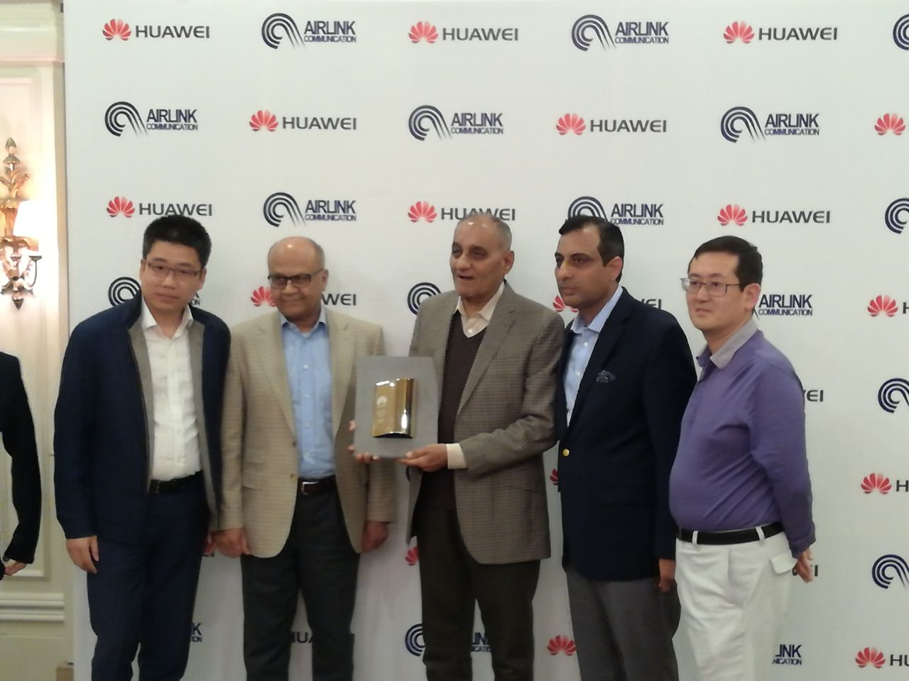 Huawei a global leading technology brand has recently awarded Airlink the Best Cooperation Award at Huawei's Core Partner Convention Awards 2017.