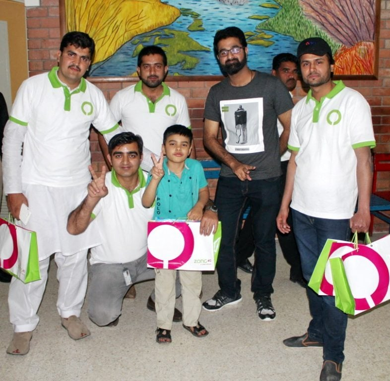 Zong 4G volunteers under its Employee Volunteers Programme, A New Hope, visited Pakistan Institute of Medical Sciences and spent quality time