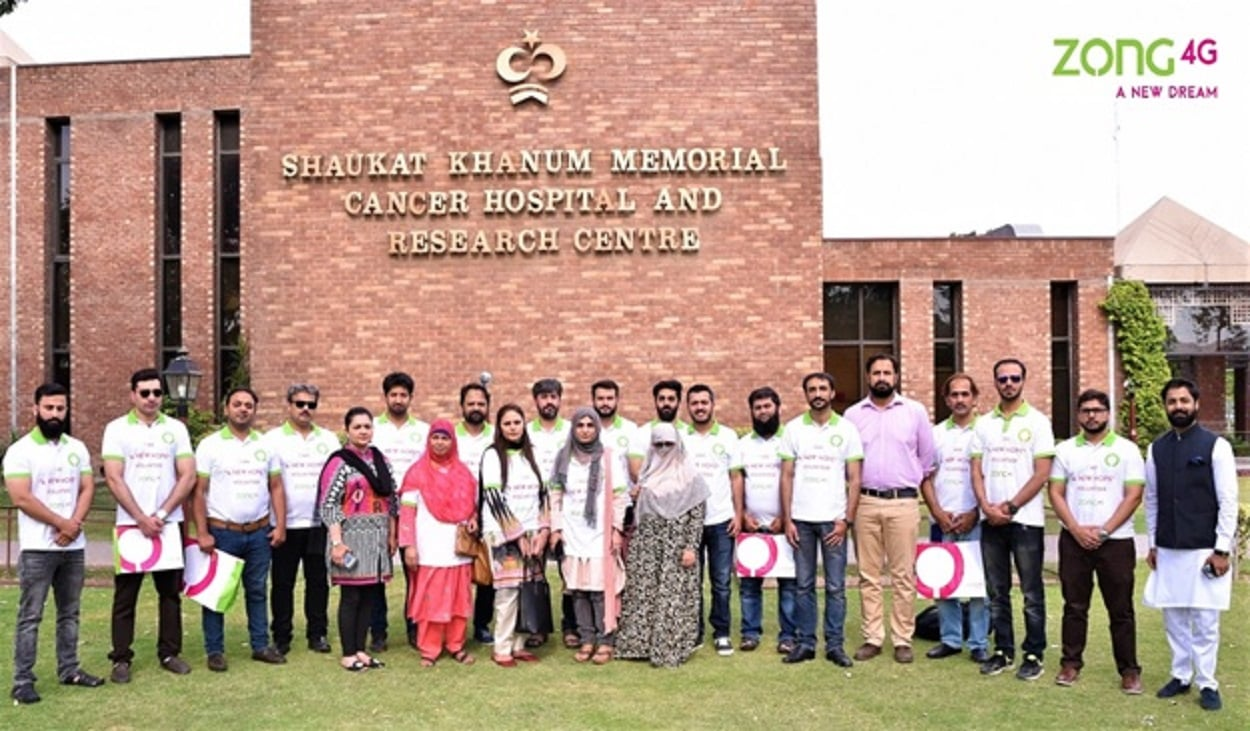 """Zong 4G """"A New Hope"""" Volunteers spread happiness at Shaukat Khanum Hospital"""