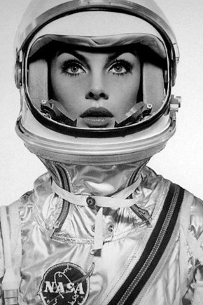 - Jean Shrimpton as an astronaut by Richard Avedon for Harper's Bazaar - Retronaut