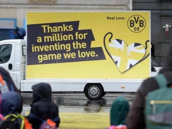 BVB-Dank an das Mutterland des Fußballs. Foto: Federico Gambarini