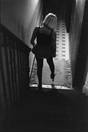 © Jane Evelyn Atwood La Rue des Lombards, Paris, 1976-1977