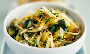 Pasta with courgettes, quick and simple.