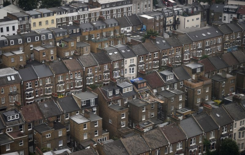 © Reuters. Rows of houses are seen in North Kensington, London