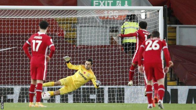 Mohamed Salah beats Lukasz Fabianski from the penalty spot to equalise for Liverpool against West Ham n the Premier League