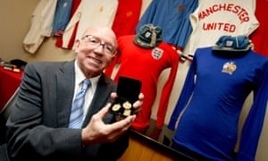 Nobby Stiles ahead of auctioning his memorabilia, including his World Cup winner's medal, in 2010.