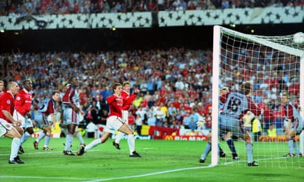 Ole Gunnar Solskjær scores Manchester United's winning goal for against Bayern Munich in the 1999 Champions League final