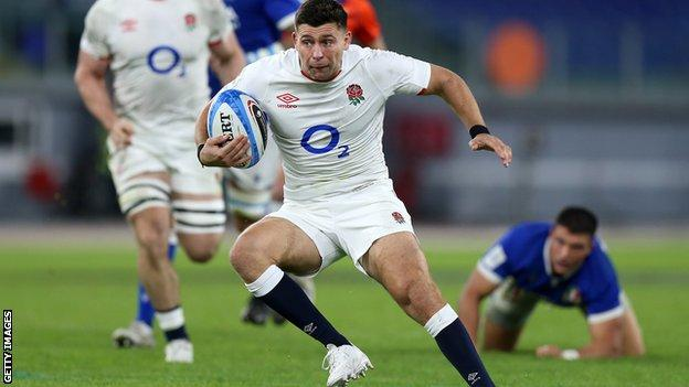 Ben Youngs runs with the ball