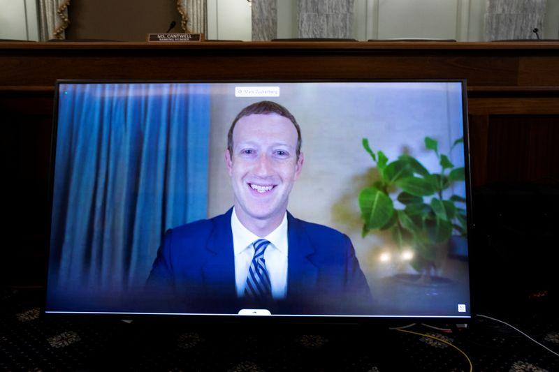 © Reuters. FILE PHOTO: Tech CEOs testify at U.S. Senate hearing about internet regulation