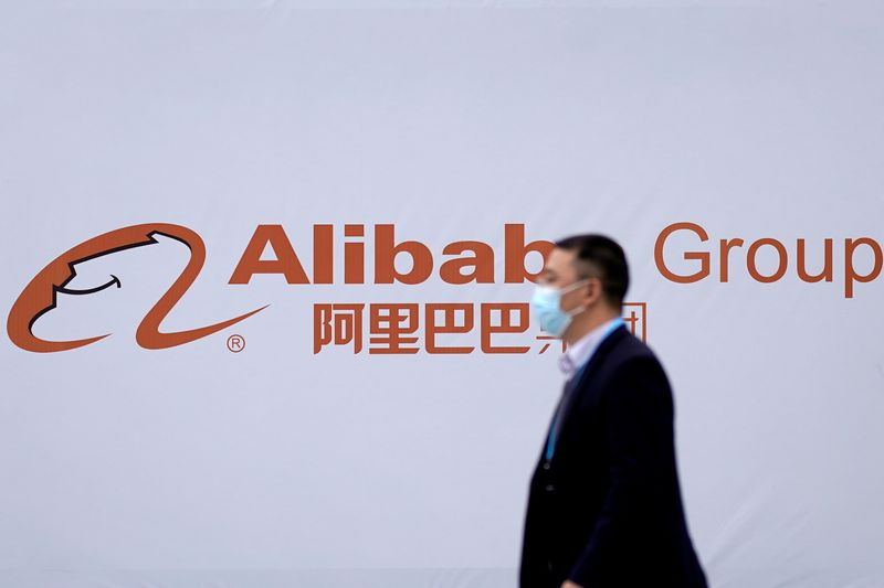 © Reuters. FILE PHOTO: A logo of Alibaba Group is seen during the World Internet Conference (WIC) in Wuzhen
