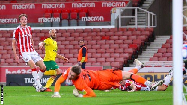 Pukki scores against Stoke