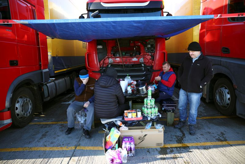 © Reuters. Lorry drivers from Poland sit around a table at a service station on the outskirts of Dover