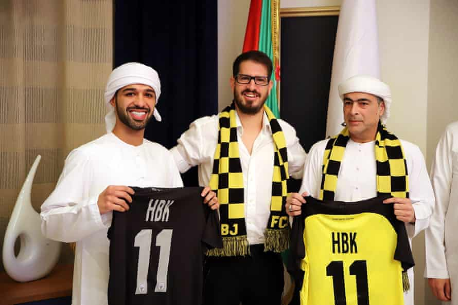 Sheikh Hamad bin Khalifa Al Nahyan, right, and his son Mohamed with Moshe Hogeg, Beitar's owner, at the signing of the deal.