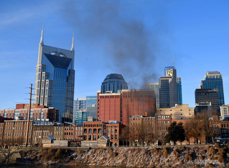 © Reuters. Smoke billows from the site of an explosion in the area of Second and Commerce in Nashville