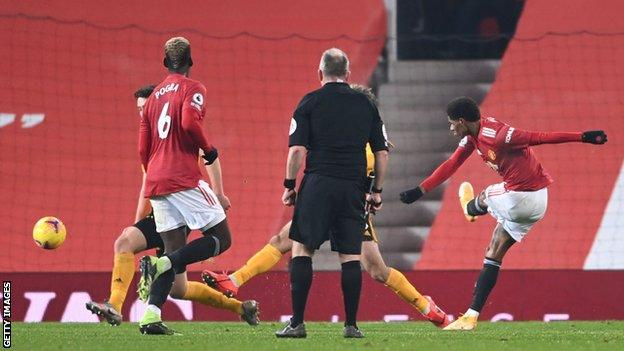 Marcus Rashford scores a late winner against Wolves