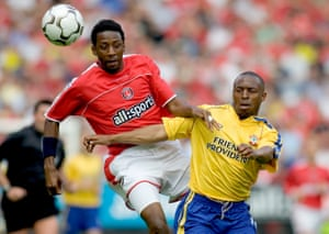 Jason Euell in action against Southampton in 2005, during his first spell as a Charlton player.