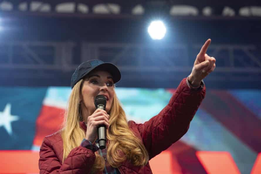 Kelly Loeffler campaigns in Gainesville, Georgia, on 31 December.