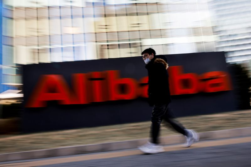 © Reuters. FILE PHOTO: The logo of Alibaba Group is seen at its office in Beijing