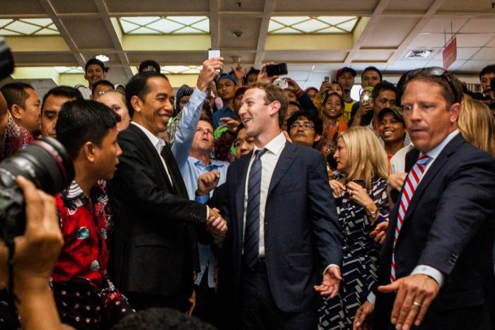JAKARTA, INDONESIA - OCTOBER 13:  Indonesian President-elect Joko Widodo (L) with Facebook founder Mark Zuckerberg (R) at Tanah Abang Market the biggest textile market in South East Asia after meeting on October 13, 2014 in Jakarta, Indonesia. Mark Zukerberg is visiting Indonesia to attend Internet developers summit and meet heads of goverment. Indonesia is a country that has a population of 240 million and has approximately 60 million active users of social media  (Photo by Oscar Siagian/Getty Images)