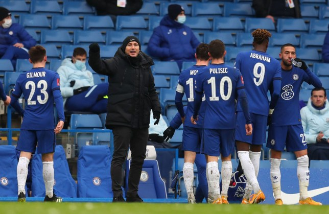 Frank Lampard talks to Chelsea player during the side's FA Cup win over Luton Town