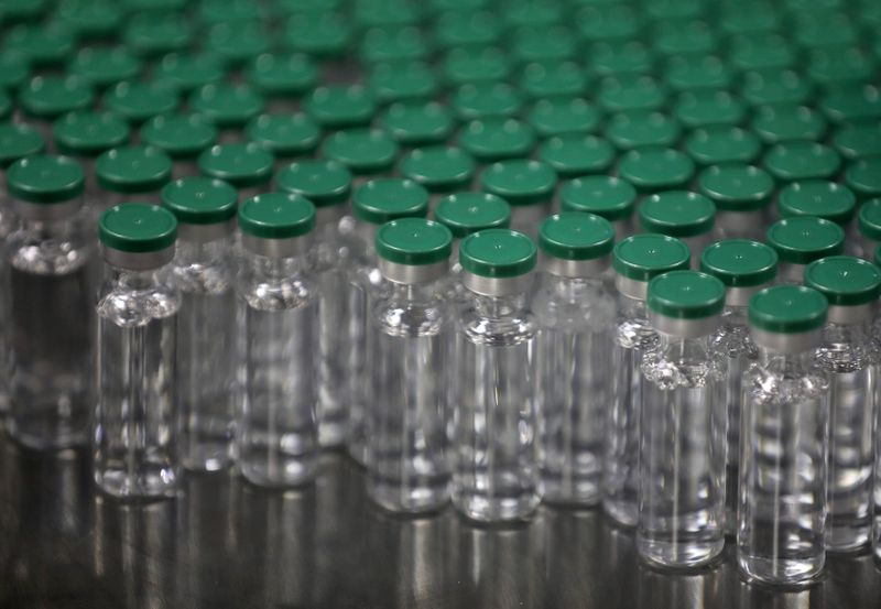 © Reuters. FILE PHOTO: Vials of AstraZeneca's COVISHIELD, coronavirus disease (COVID-19) vaccine, are seen before they are packaged inside a lab at Serum Institute of India, Pune