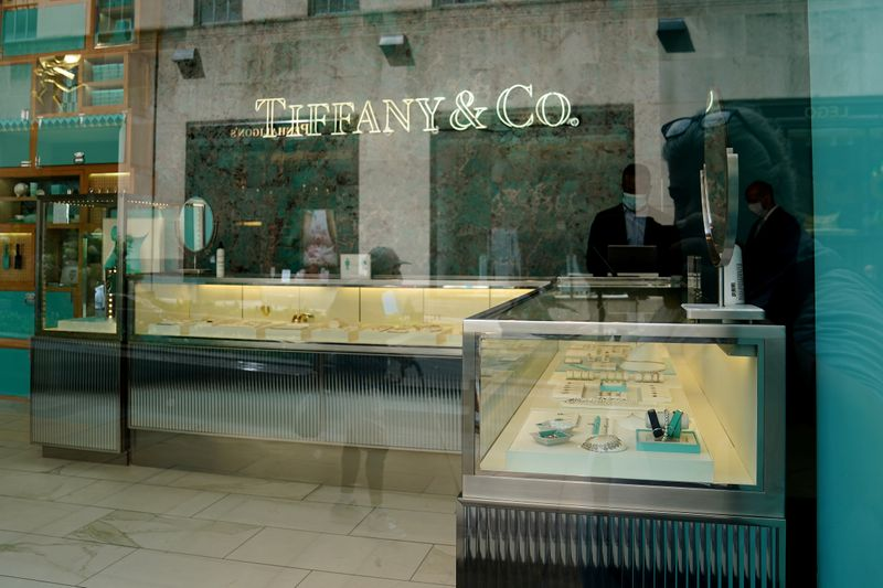 © Reuters. FILE PHOTO: A Tiffany & Co. store is pictured in the Manhattan borough of New York City