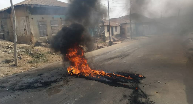 Hoodlums set up bonfires in Ibadan, the Oyo State Capital, on January 29, 2021.