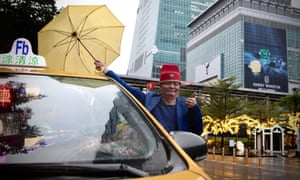 Tu Ching Liang is a karaoke taxi driver in Taipei, Taiwan, where passengers sing for a discounted ride or just the glory.