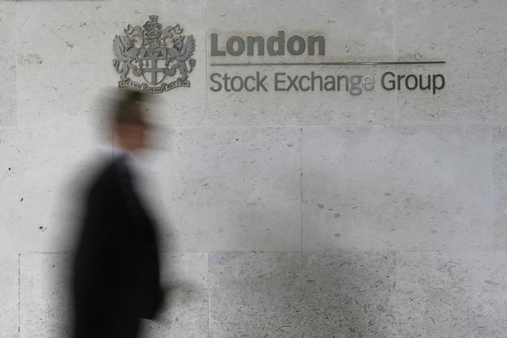 © Reuters. U.K. shares higher at close of trade; Investing.com United Kingdom 100 up 1.63%